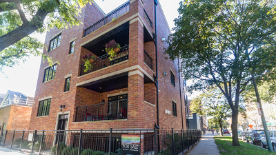 Condo/Townhouse For Sale: 3356 North Marshfield Avenue #2