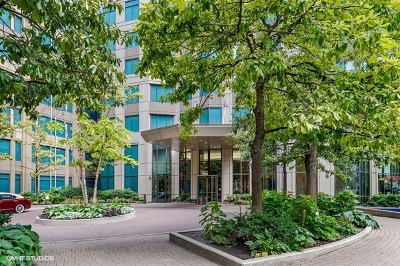 Cook County Condo/Townhouse New: 400 North La Salle Street #910