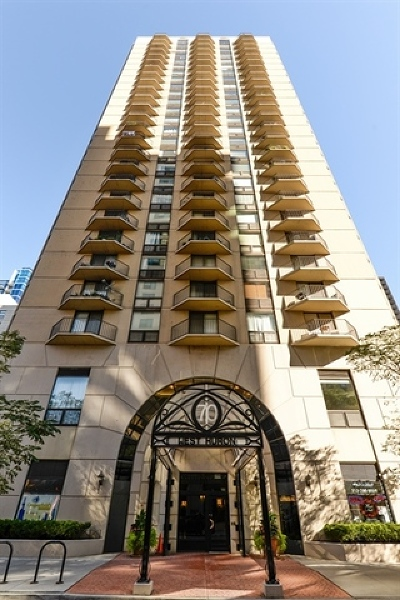 Condo/Townhouse New: 70 West Huron Street #603