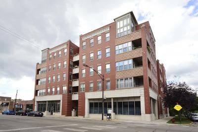 Condo/Townhouse Contingent: 2700 West Belmont Avenue #207
