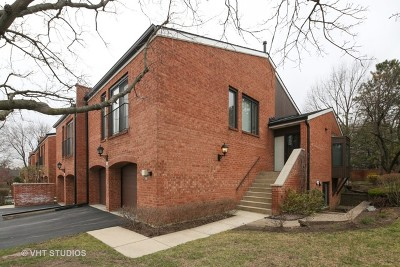 Oak Brook Condo/Townhouse For Sale: 2s688 Williamsburg Court