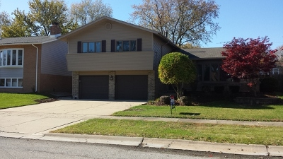 Oak Forest Single Family Home Contingent: 15200 Geoffrey Road