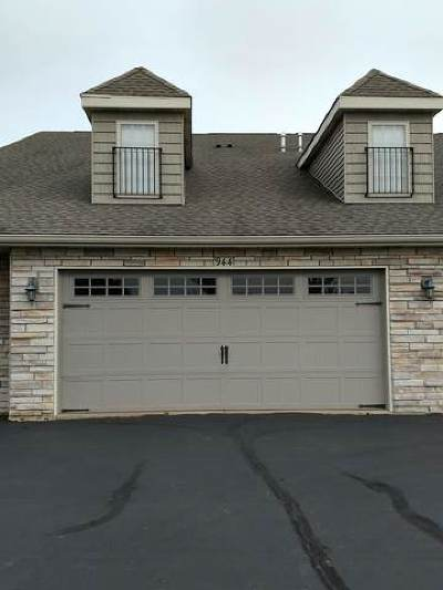 Sycamore Condo/Townhouse Contingent: 944 Arvle Circle #32LL