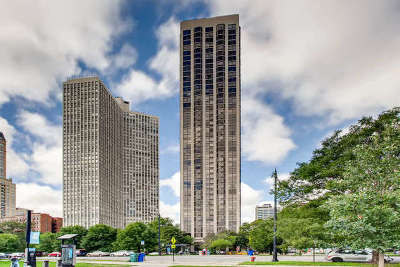 Condo/Townhouse Contingent: 2650 North Lakeview Avenue #704