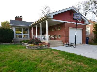 Evergreen Park Single Family Home For Sale: 9806 South Harding Avenue