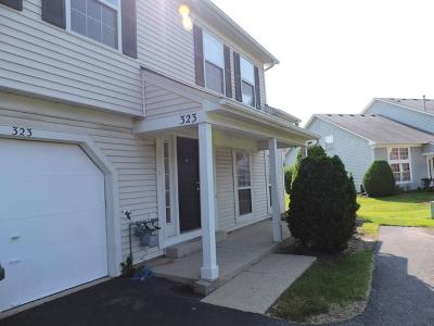 Streamwood Condo/Townhouse For Sale: 323 Wisteria Drive