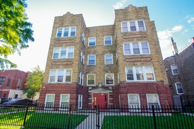Condo/Townhouse For Sale: 4900 North Lawndale Avenue #G