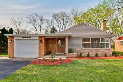 Glenview Single Family Home For Sale: 1346 London Lane