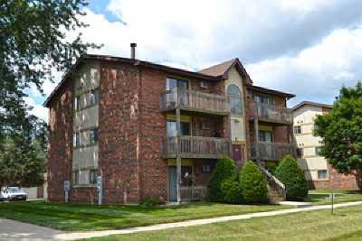 Crystal Lake Condo/Townhouse For Sale: 417 Berkshire Drive #36