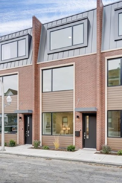 Cook County Condo/Townhouse New: 2739 West Prindiville Street