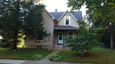 Dekalb Single Family Home For Sale: 322 South 10th Street
