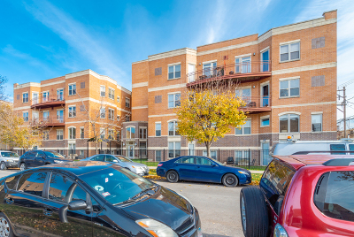 Condo/Townhouse For Sale: 6015 North Mozart Street #203