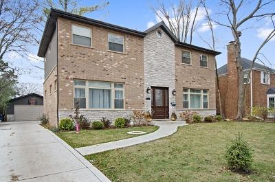 Skokie Single Family Home For Sale: 9410 Karlov Avenue