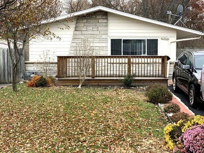Crestwood Single Family Home Contingent: 13528 South End Lane