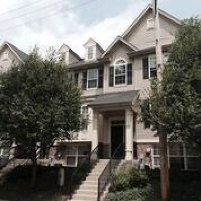 South Elgin Condo/Townhouse For Sale: 67 Melrose Court