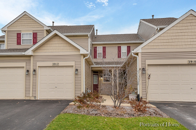 Naperville Condo/Townhouse For Sale: 2912 White Thorn Circle #2912