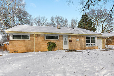 North Aurora Single Family Home For Sale: 107 April Lane