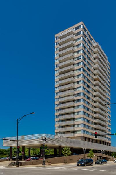Condo/Townhouse New: 5601 North Sheridan Road #8A