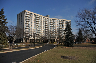 Oak Brook Condo/Townhouse For Sale: 20 North Tower Road #1E