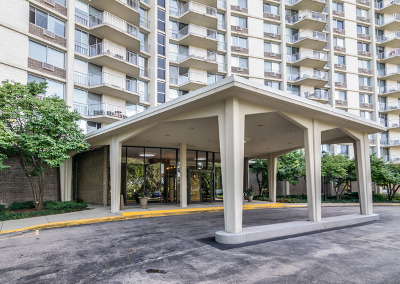 Oak Brook Condo/Townhouse Contingent: 40 North Tower Road #9B