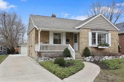 Elmhurst Single Family Home For Sale: 208 East Crescent Avenue
