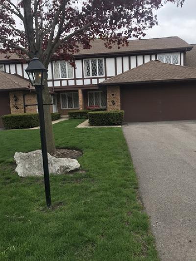 Crystal Lake Condo/Townhouse For Sale: 571 Cress Creek Lane