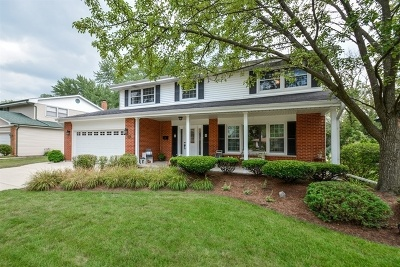 Darien Single Family Home For Sale: 17w501 Waltham Place