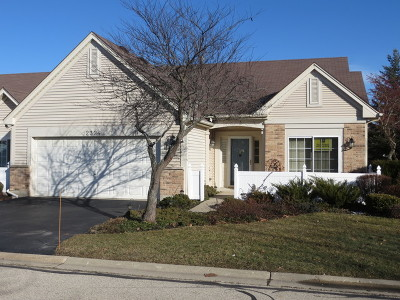 Grayslake Condo/Townhouse For Sale: 2324 Ashbrook Lane