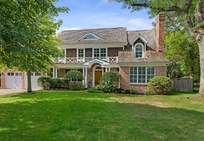 Glenview Single Family Home For Sale: 610 Surrey Lane