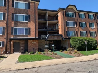 Arlington Heights Condo/Townhouse For Sale: 1106 South New Wilke Road #204