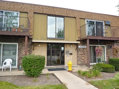 Westmont Condo/Townhouse For Sale: 18w140 Suffield Court #113-G
