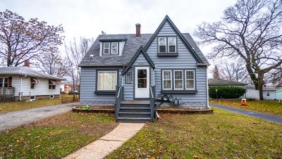 Lansing Single Family Home Contingent: 18231 Oakwood Avenue