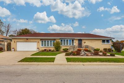 Morton Grove Single Family Home For Sale: 9000 Oleander Avenue