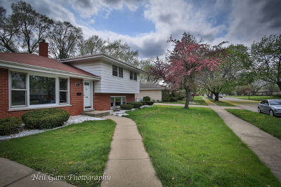 Single Family Home For Sale: 739 East 168th Place