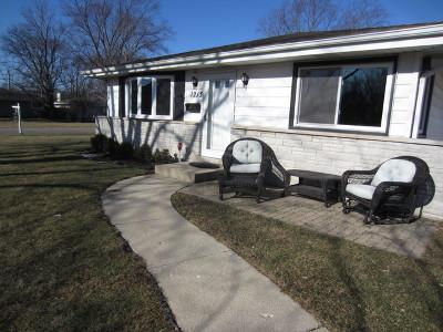 Glenview Single Family Home For Sale: 1213 Longmeadow Drive