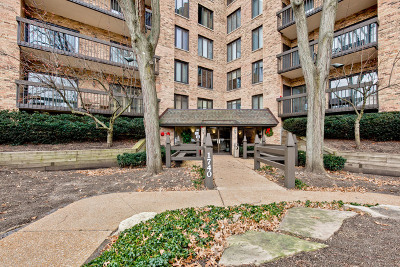 Northbrook Condo/Townhouse For Sale: 1740 Mission Hills Road #103