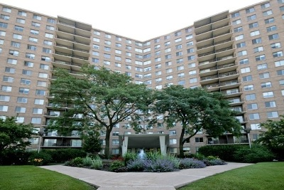 Condo/Townhouse New: 7033 North Kedzie Avenue #711