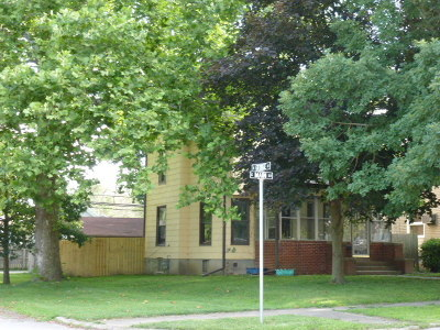 Clinton IL Single Family Home For Sale: $65,700