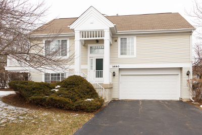 Wheeling Condo/Townhouse For Sale: 1690 Sienna Court