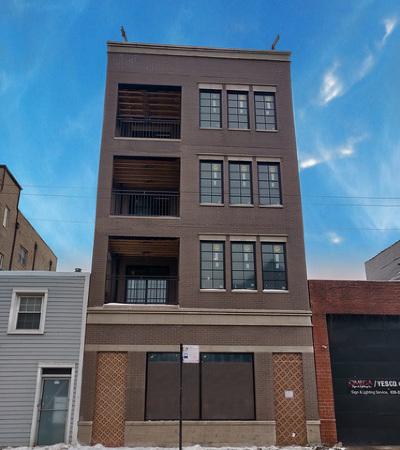 Condo/Townhouse For Sale: 2309 West Belmont Avenue #3