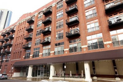 Condo/Townhouse For Sale: 360 West Illinois Street #307