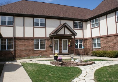 Elmhurst IL Condo/Townhouse For Sale: $269,900