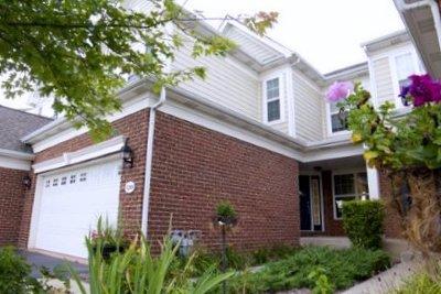 Elgin Condo/Townhouse For Sale: 1201 Falcon Ridge Drive