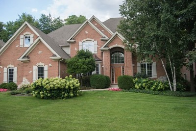 St. Charles Single Family Home For Sale: 2708 Royal Fox Drive
