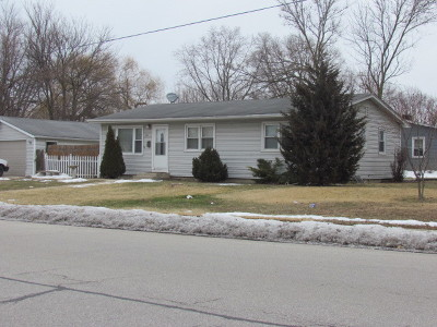North Aurora IL Single Family Home For Sale: $229,900