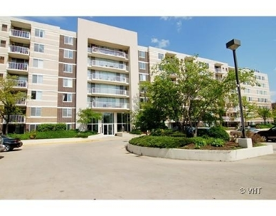 Lombard Condo/Townhouse For Sale: 150 West St Charles Road #530