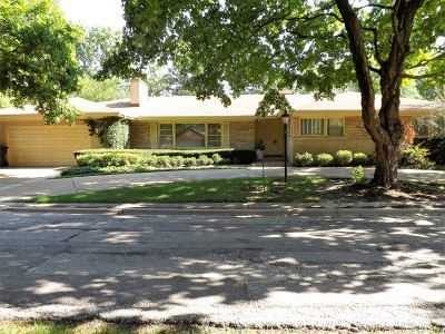 Lincolnwood Single Family Home For Sale: 6502 North Le Mai Avenue