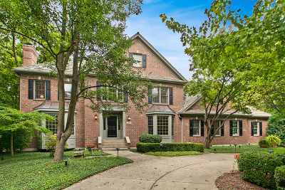 St. Charles Single Family Home For Sale: 1202 Fox Glen Drive