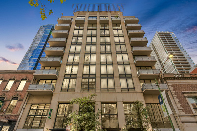 Condo/Townhouse New: 744 North Clark Street #802
