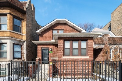 Single Family Home For Sale: 1126 West Addison Street